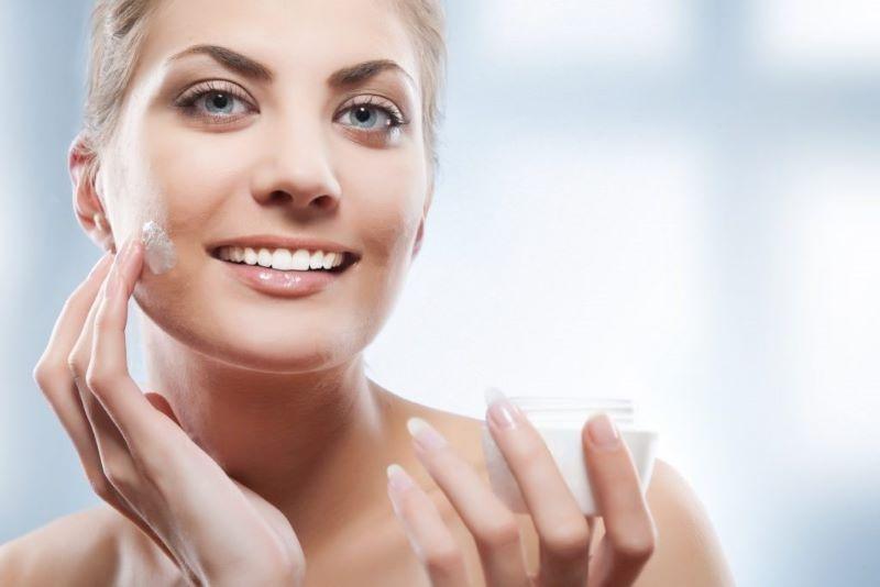 Vitamin E có tác dụng cấp ẩm và chống lão hóa da rất tốt