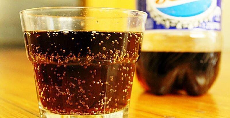Nước ngọt có ga có thể gây nên tình trạng trào ngược, ợ hơi do sự tích tụ axit