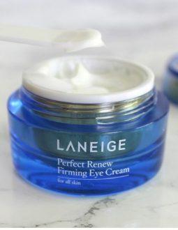 Với khả năng cấp ẩm hiệu quả, Laneige Perfect Renew Eye Cream rất tốt cho những vùng da nhạy cảm như mắt