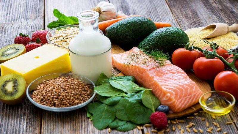 Tăng cường bổ sung các thực phẩm chống oxy hóa để bảo vệ mắt