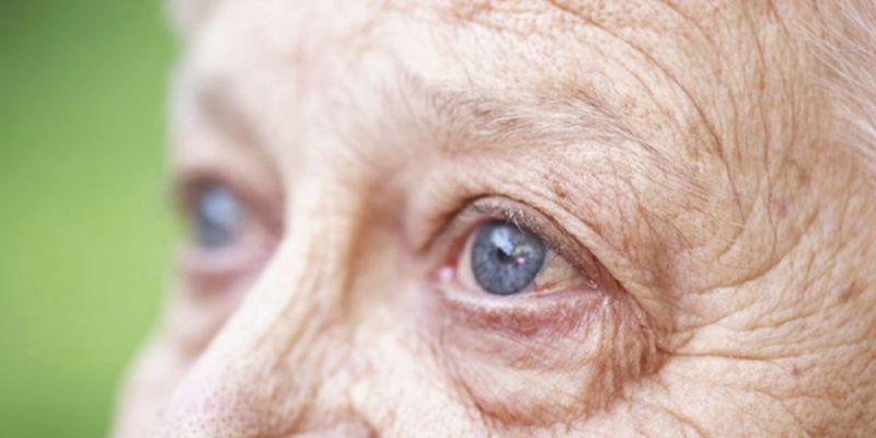 Lão hóa mắt thường xảy ra ở những người trung niên tuy nhiên gần đây căn bệnh đang có dấu hiệu trẻ hóa