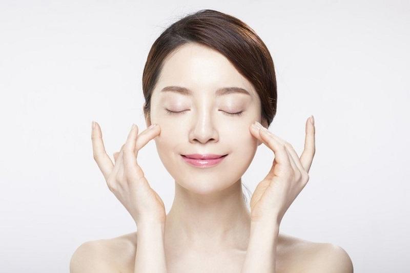 Dưỡng ẩm là bước quan trọng để bạn lão hóa ngược cho làn da