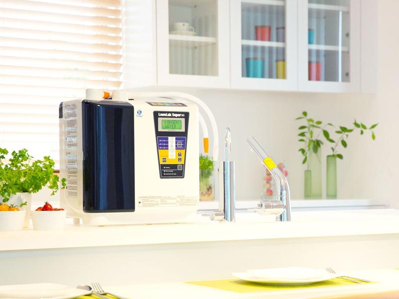 Nguyên lý hoạt động dựa trên 2 giai đoạn chính là lọc bỏ tạp chất và điện phân nước