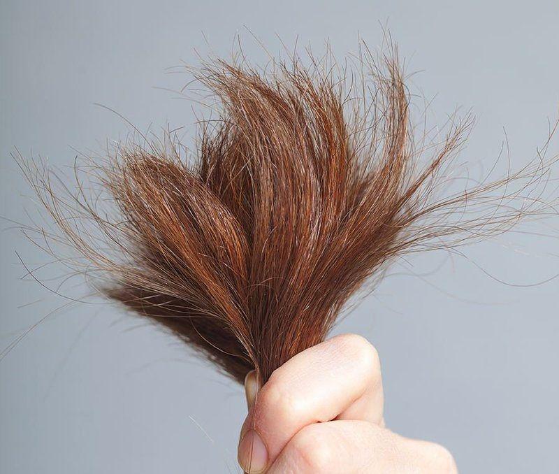 Gội đầu bằng nước chứa nhiều gốc muối có thể khiến tóc xơ rối