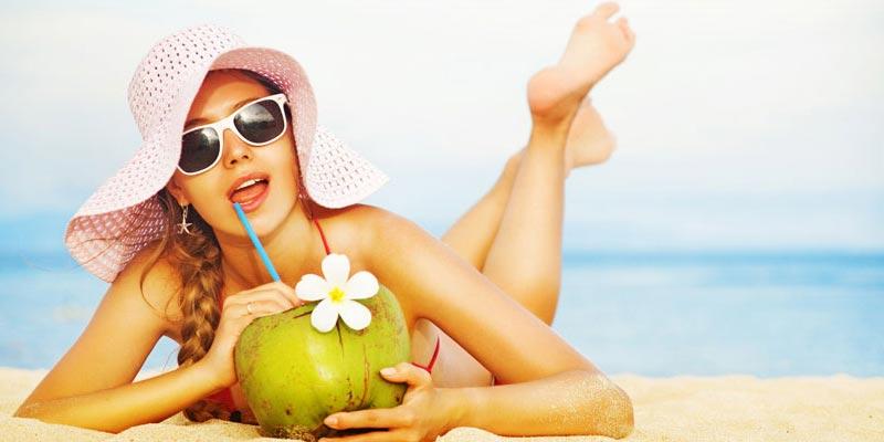 Uống nước dừa giúp bù nước cực kỳ hiệu quả