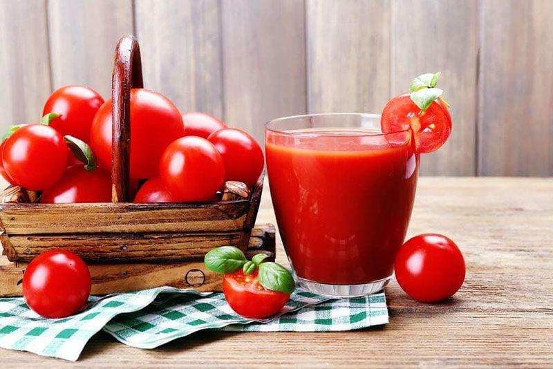 Dùng nước ép cà chua tươi uống có tác dụng giảm say hiệu quả