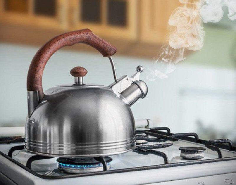 Sử dụng nhiệt là cách đơn giản giúp làm mềm nước cứng tạm thời đơn giản, an toàn