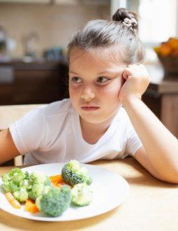 Trẻ nhỏ có hệ miễn dịch non yếu nên thường xuyên bị vi khuẩn tấn công