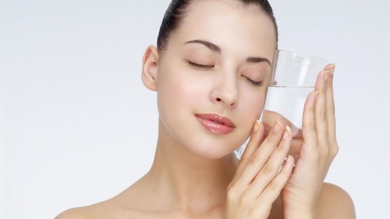 Sử dụng nước ion kiềm được tạo ra từ máy lọc nước điện giải để chăm sóc sức khỏe và sắc đẹp