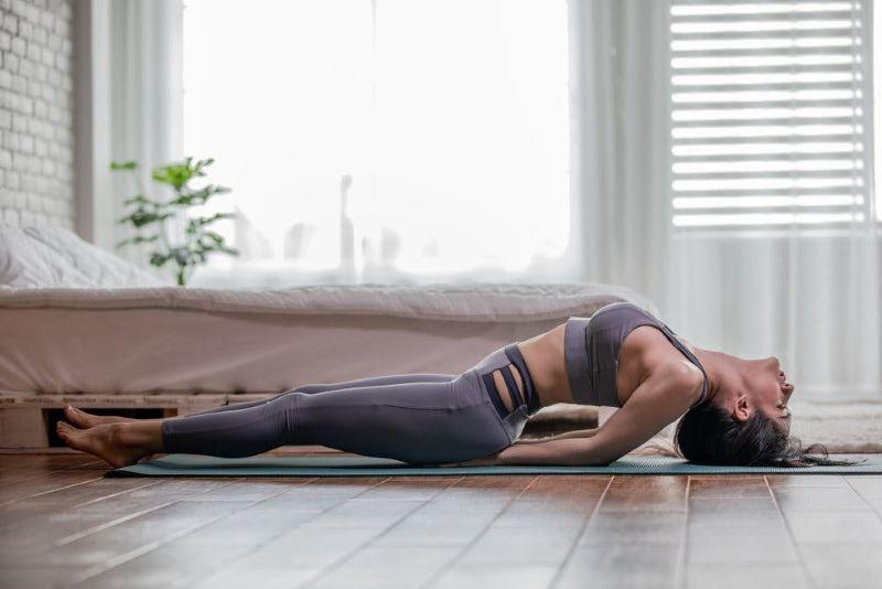 Tư thế con cá là động tác yoga tăng sức đề kháng được nhiều người sử dụng