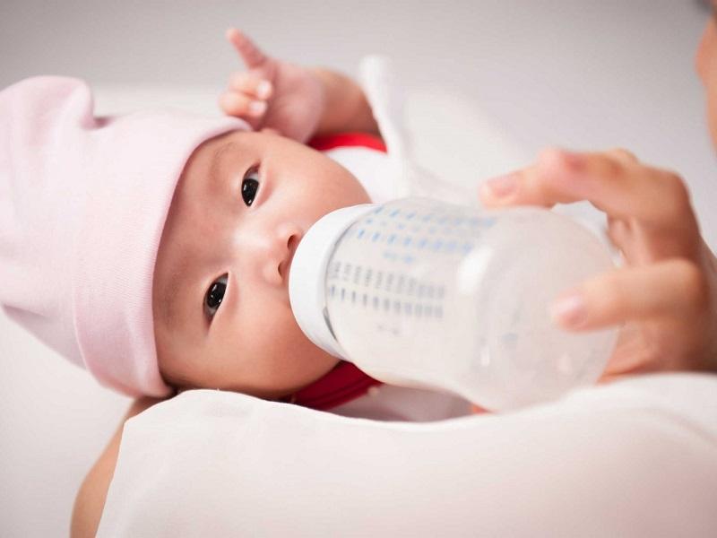 Nước trung tính từ máy lọc nước ion kiềm có thể dùng pha sữa cho trẻ nhỏ