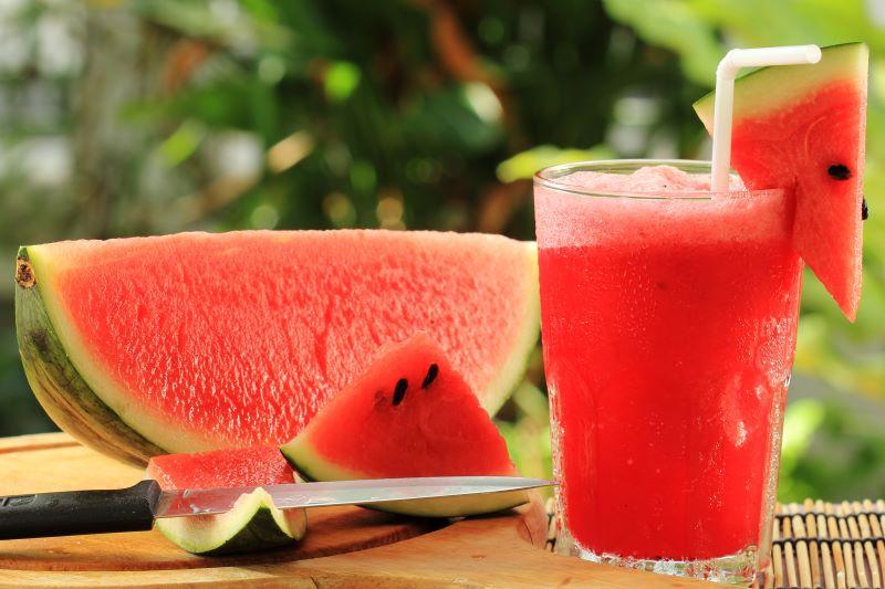 Nước được tạo ra từ máy có tính kiềm tự nhiên như hoa quả