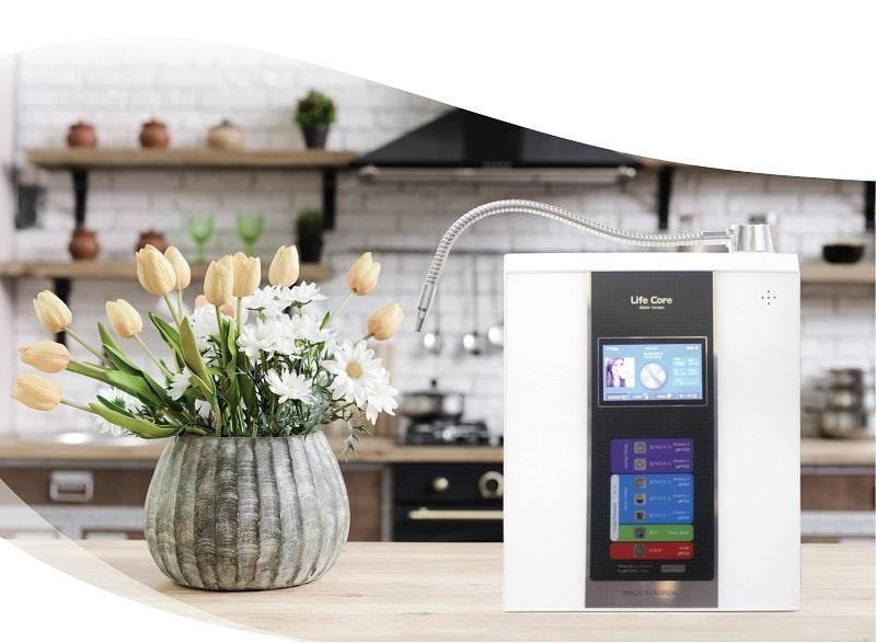 Máy lọc nước ion kiềm Lifecore là sản phẩm được rất nhiều người yêu thích