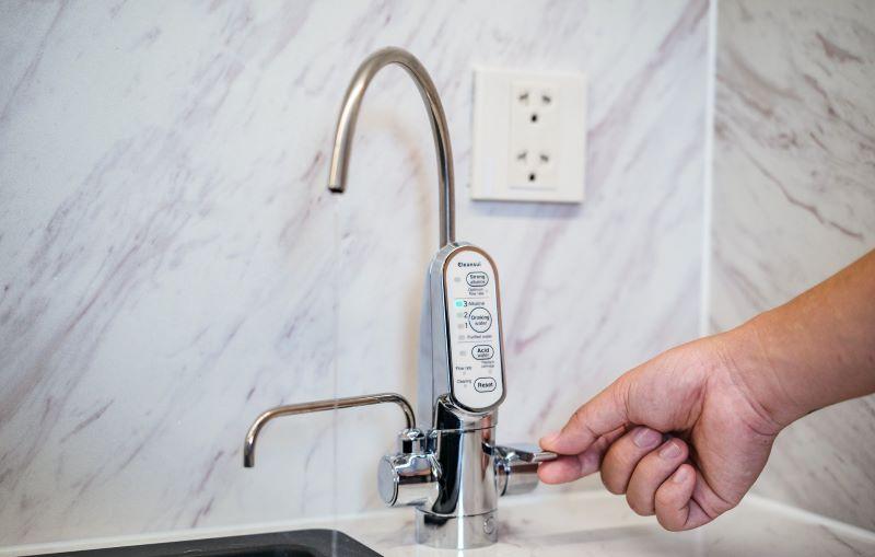 Thiết kế máy lọc nhỏ gọn có thể lắp đặt dễ dàng trong không gian bếp