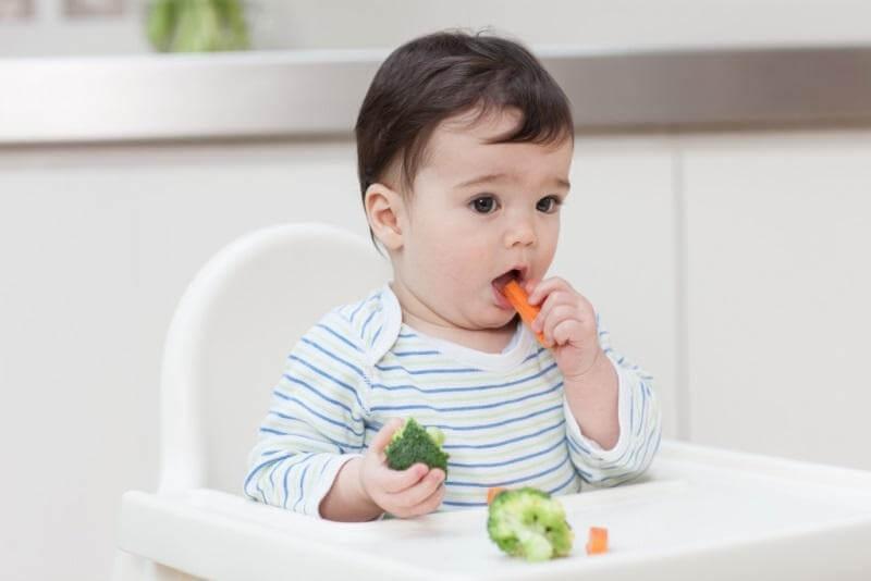 Nên tăng cường dinh dưỡng trong bữa ăn hằng ngày cho trẻ phát triển khỏe mạnh và cải thiện miễn dịch đường hô hấp