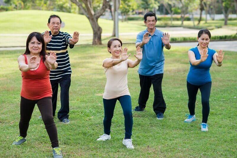Xây dựng chế độ tập luyện và vận động hợp lý kết hợp với tinh thần lạc quan, vui vẻ mỗi ngày để có sức khỏe tốt