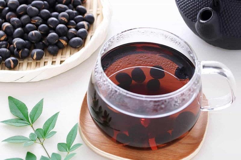 Uống nước đậu đen hỗ trợ hiệu quả đẹp da, giải khát, tốt cho sức khỏe người dùng