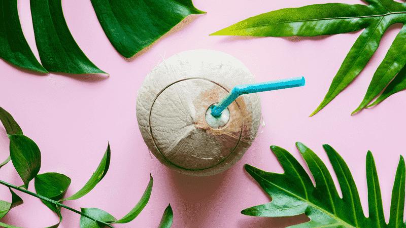 Nước dừa rất thích hợp cho người có nhu cầu giảm cân