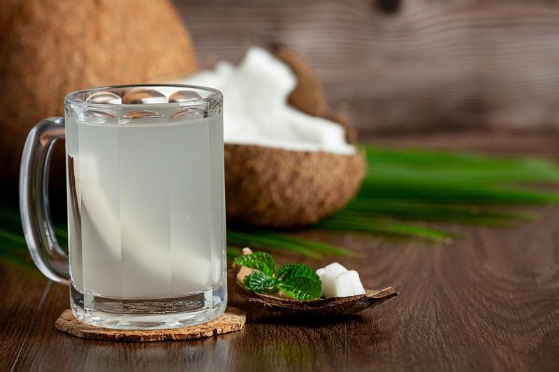 Uống nước dừa đúng cách có thể đem lại nhiều lợi ích cho sức khỏe